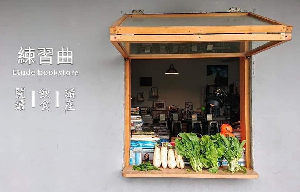 這間「不賣書」的書店,緣起於胡文偉希望能有個空間陪伴小球員們寫功課。