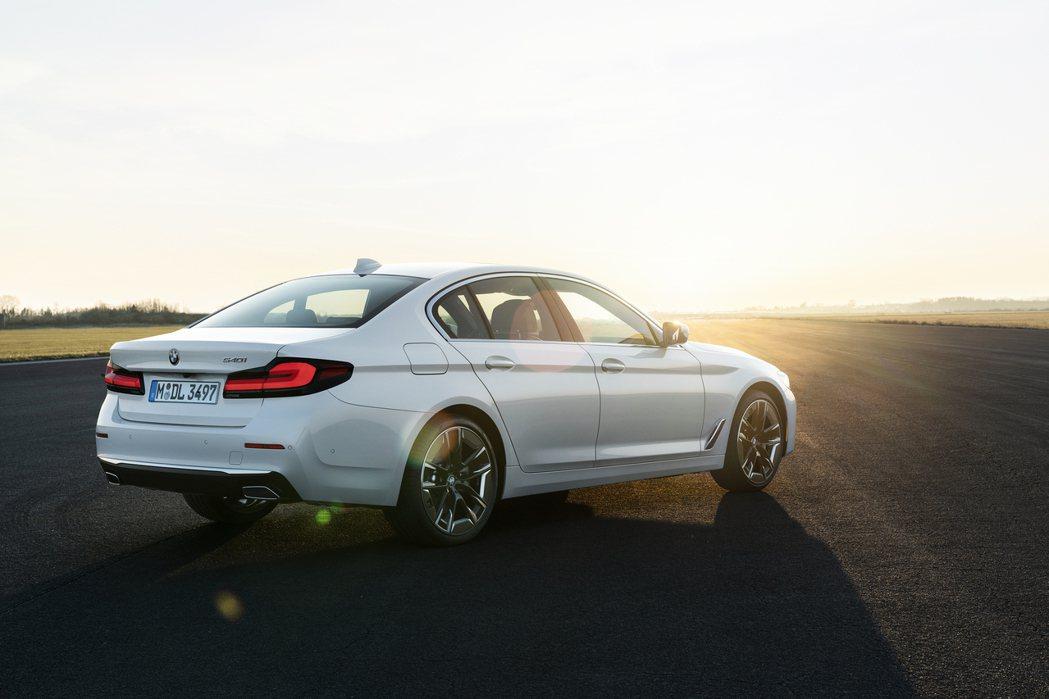 小改款BMW 5 Series Sedan (G30)。圖為540i車型。 摘自...