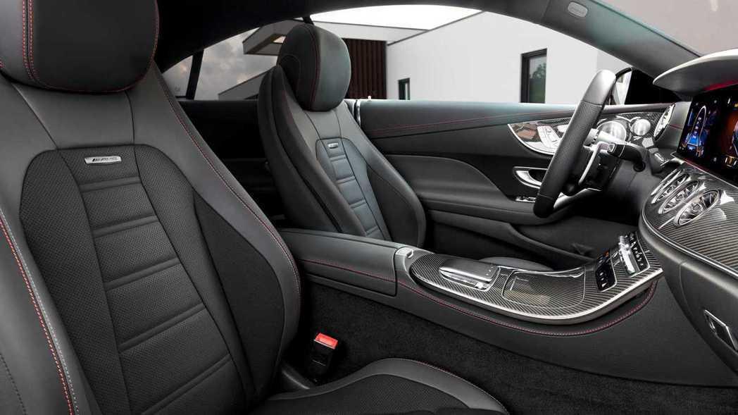 E-Class Coupe的主動座椅調節,只需輸入駕駛身高即可。 摘自Merce...