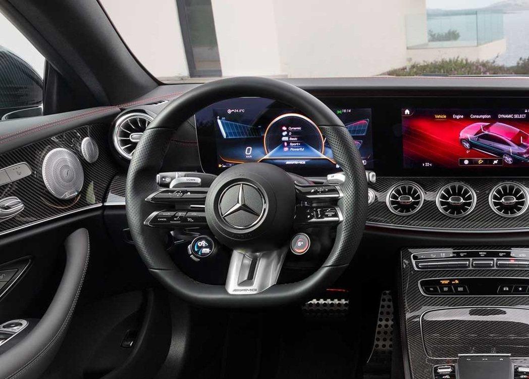 E53的方向盤配備了AMG車系才有的模式設定旋鈕。 摘自Mercedes