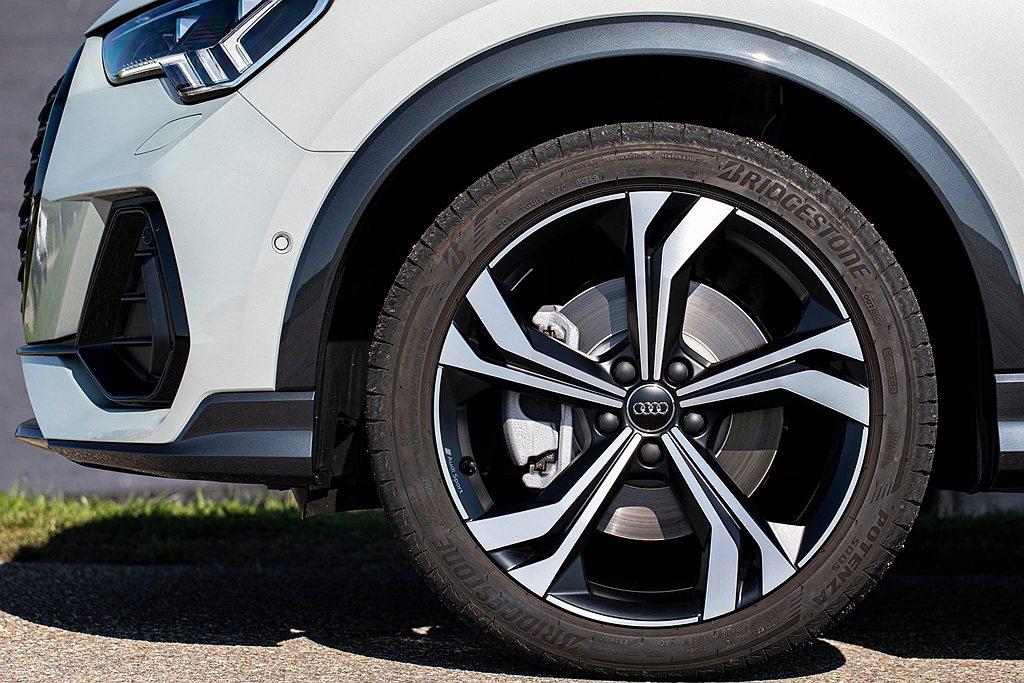 Audi車主自購買日起的3年期限且行駛里程30,000km以內,即可享有車界首創...