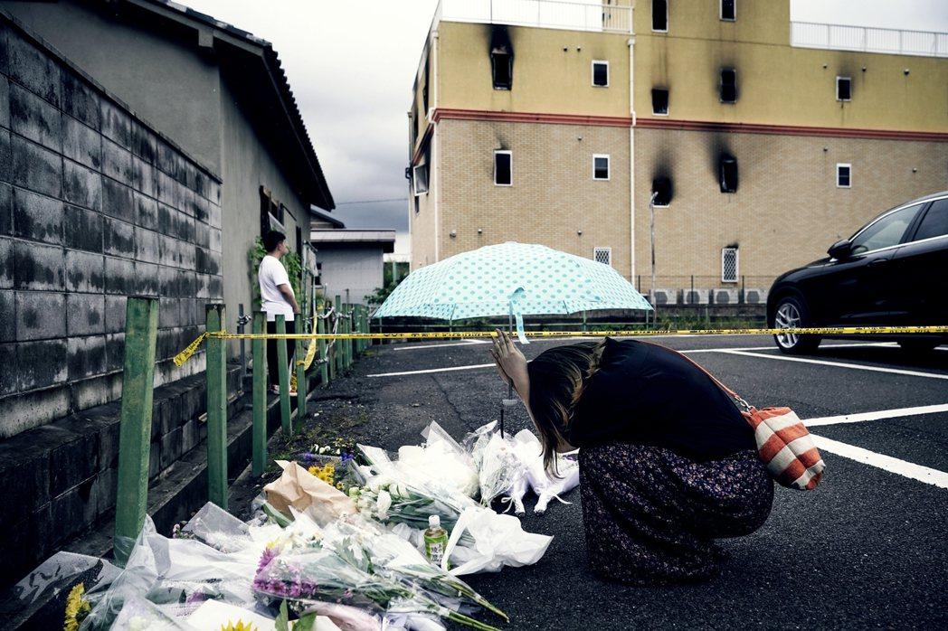 京阿尼公司代表,在27日當天發表聲明:「對於兇嫌,我們沒有什麼話想説。無論犯人如...