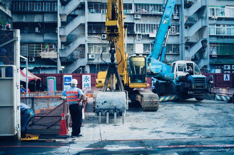 台北雖然是首都,但因過度開發加上先天條件,其實相當不適合居住。(Photo by Andrew Leu on Unsplash)