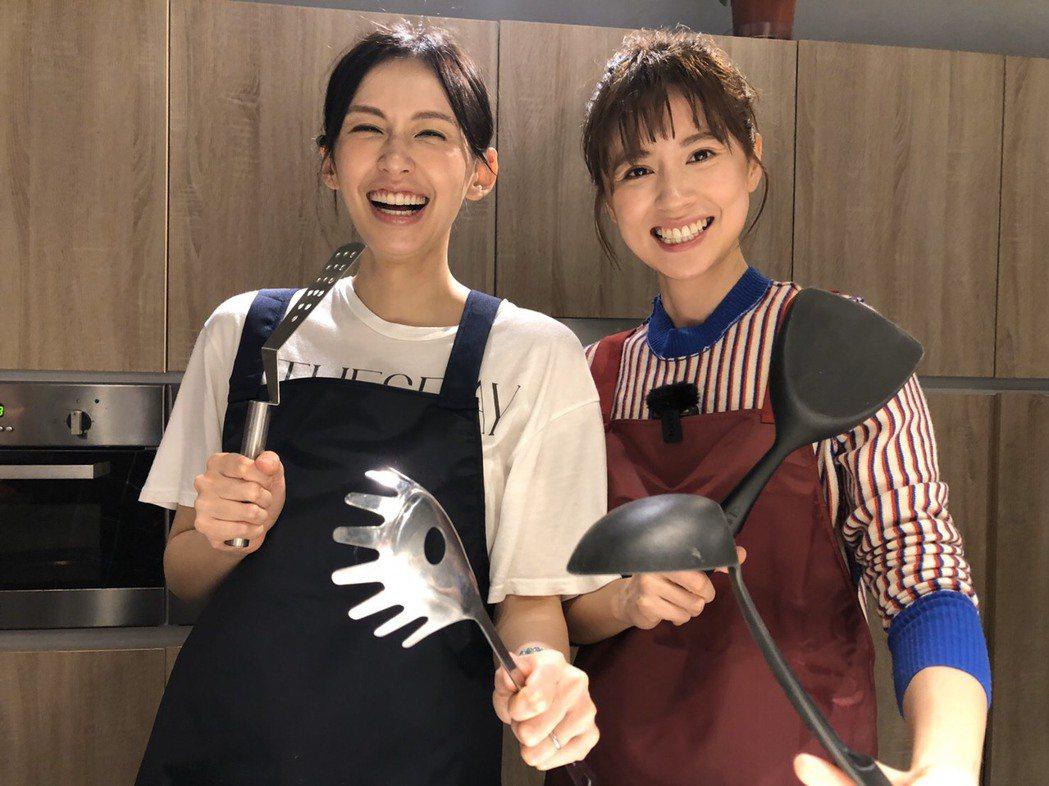 袁艾菲(左)邀林予晞上節目。圖/風雅國際提供