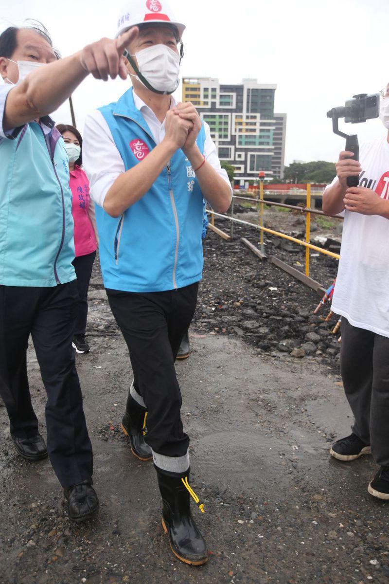 雨彈又來襲,高雄市政府已啟動三級應變中心開設,圖為日前522豪大雨,高雄市長韓國瑜視察的畫面。本報資料照片
