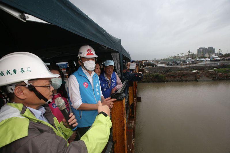 雨彈又來襲,高雄市政府已啟動二級應變中心開設,圖為日前522豪大雨,高雄市長韓國瑜視察的畫面。本報資料照片