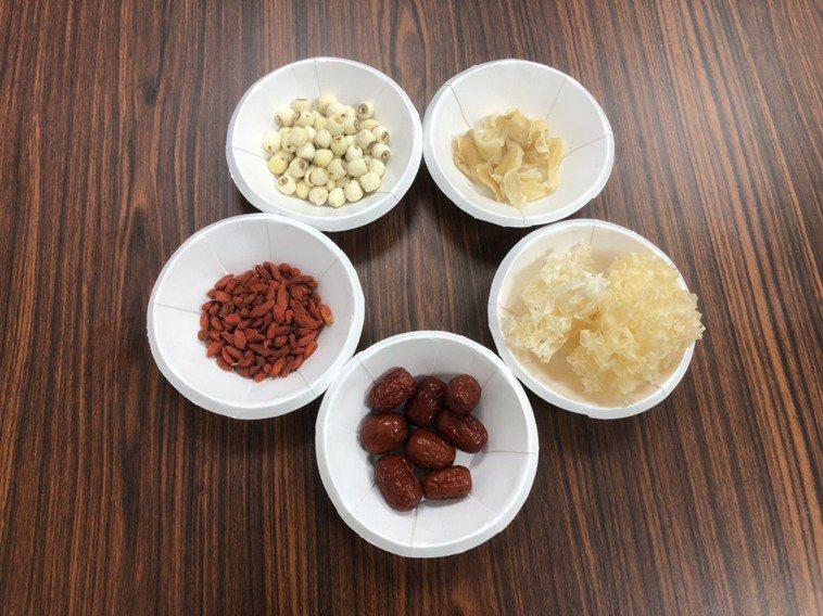 百合銀耳蓮子甜湯。圖/部立基隆醫院提供