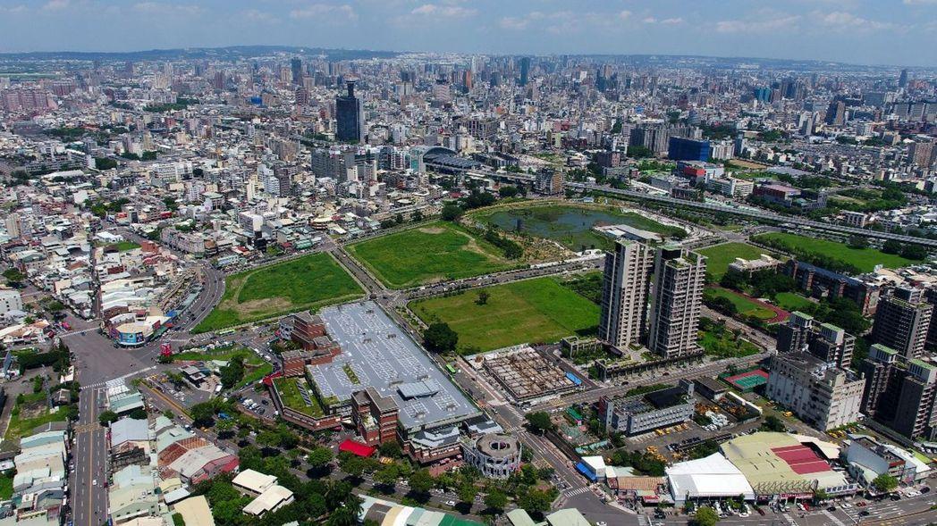台中市東區隨著鐵路高架化等政府重大建設陸續到位,促進東區開發,也吸引建商搶進插旗...