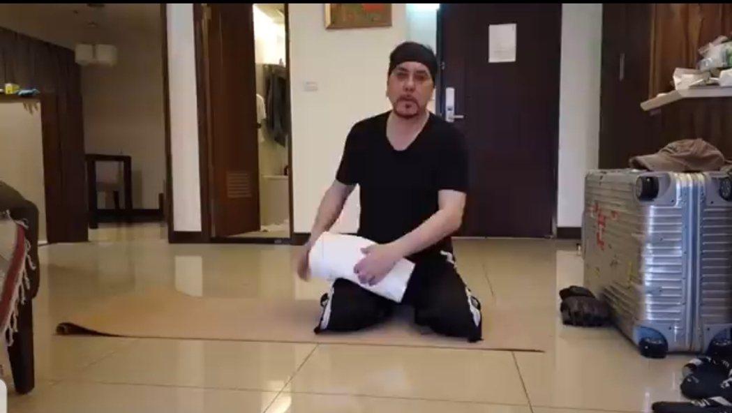 黃秋生分享隔離時運動影片。圖/截圖自臉書