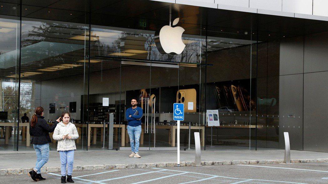 蘋果宣布,逾百家美國門市將在本周恢復營業,但僅在門市外提供服務。路透