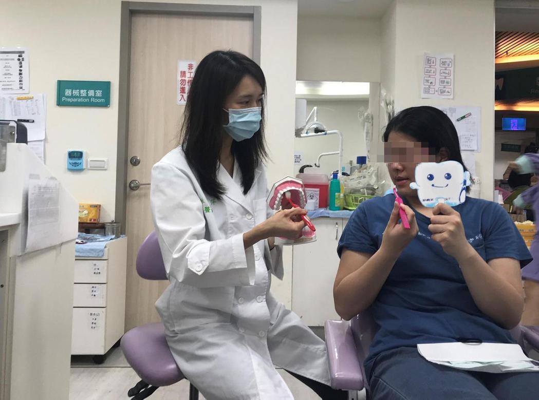 林意萍提醒,預防及控制牙周病,益生菌是否有實質幫助仍待更多研究證實。當前,正確的...