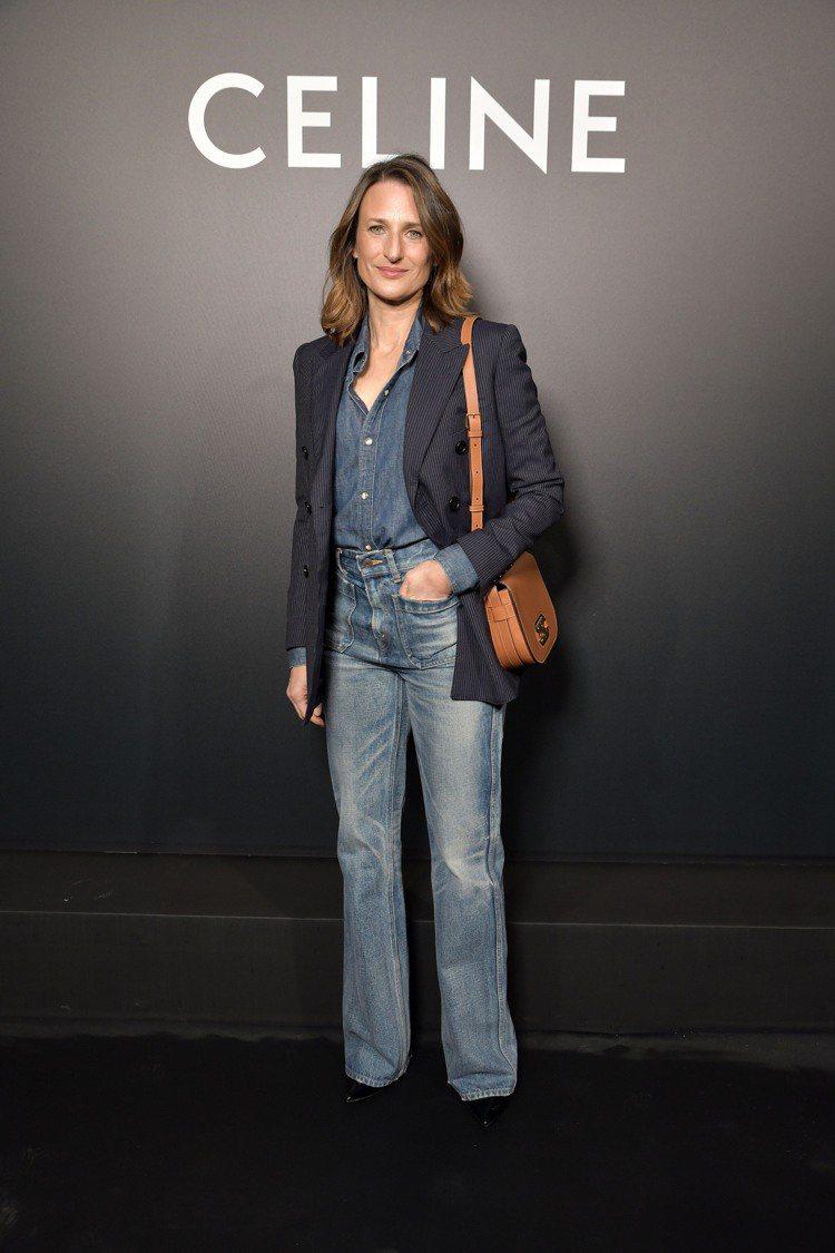 法國喜劇演員卡蜜兒克汀詮釋CELINE牛仔褲。圖/CELINE BY HEDI ...