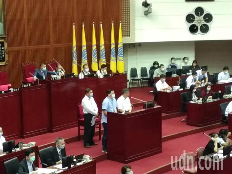 台北市長柯文哲今天赴議會報告109年度北市總預算第一次追加減預算案。記者林麗玉/攝影