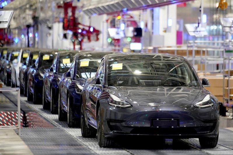 特斯拉上海超級工廠今年1月產出的Model 3。 路透