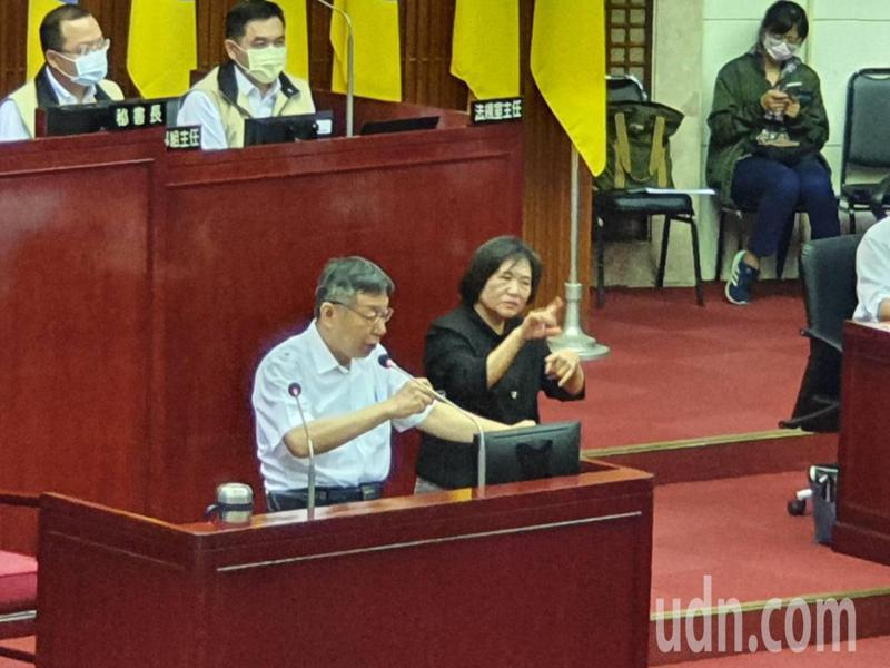 台北市長柯文哲下午赴議會針對109年度台北市總預算第1次追加減預算案編製經過進行報告。記者楊正海/攝影