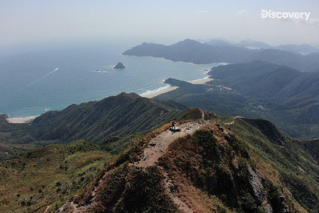 蚺蛇尖是香港最壯麗的一座險峰,由於雨水侵蝕而形成許多溝壑。圖/香港旅遊局提供
