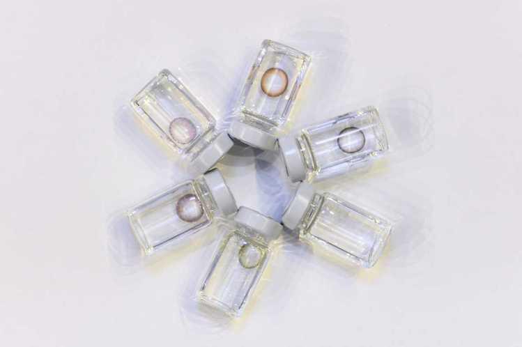 昆凌自創彩色日拋隱形眼鏡品牌QUINLIVAN,甫上市就一口氣推出六種色彩選擇。...