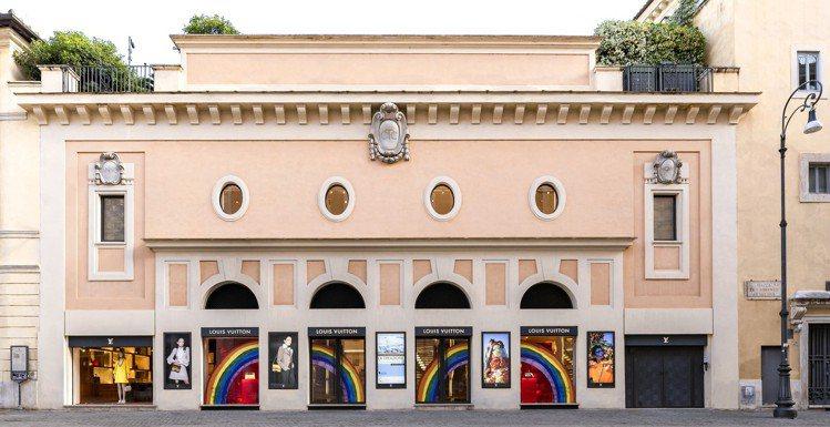 路易威登羅馬專門店也換上彩虹計畫的新櫥窗。圖/LV提供