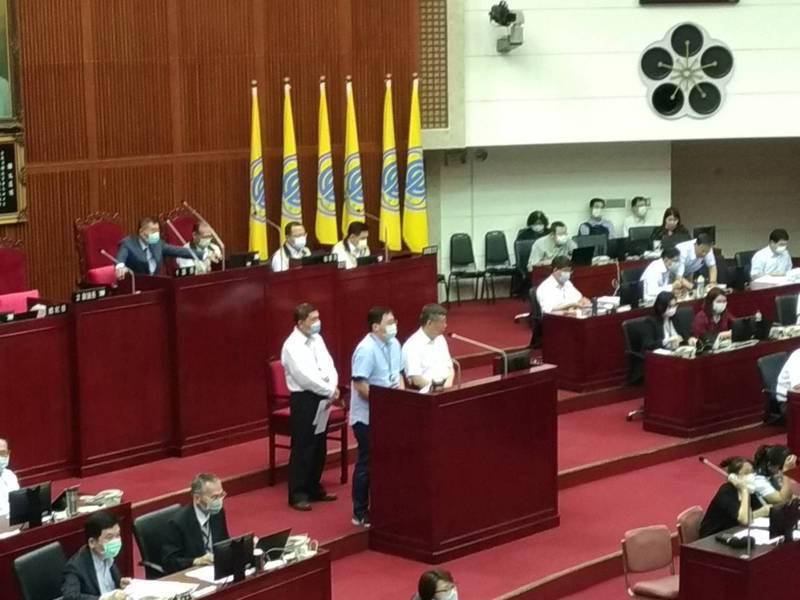 台北市長柯文哲今天赴北市議會報告109年度北市總預算第一次追加減預算。記者林麗玉/攝影