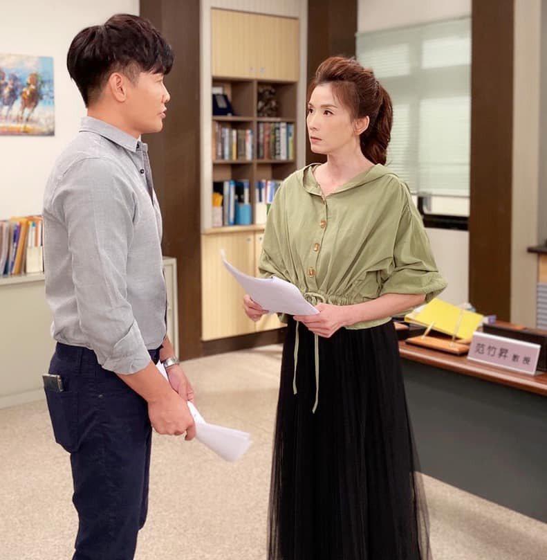 葉全真(右)和沈世朋對質小三畫面和韓劇「夫婦的世界」雷同。圖/摘自臉書