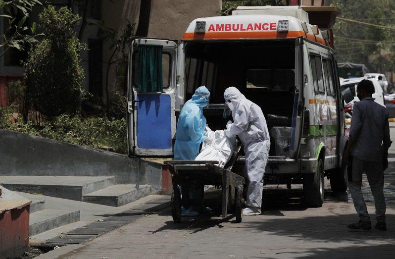 法新社彙整官方數據顯示,截至格林威治標準時間28日11時(台灣晚間7時),2019冠狀病毒疾病(COVID-19)肆虐全球已奪走至少35萬5736條人命。 美聯社