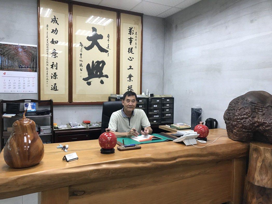 圖為金萬成鋼鐵有限公司老闆蔡金鐘。宋依靜/攝影。