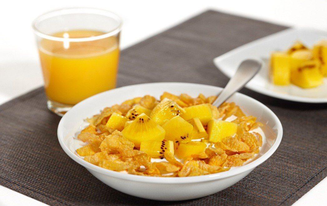 早餐麥片牛奶加上奇異果丁,營養再升級。 圖/Zespri 提供