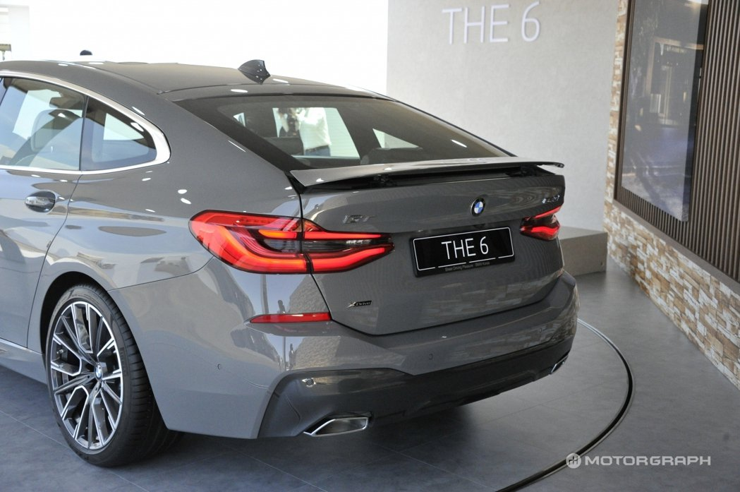 BMW 6GT所配置的主動式後擾流尾翼還可在車輛時速達到120km/h時自動開啟...