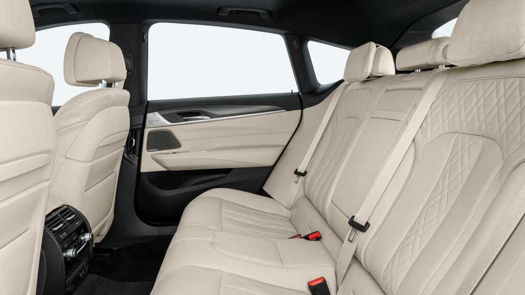 小改款BMW 6 Series Gran Turismo 後座。 摘自BMW
