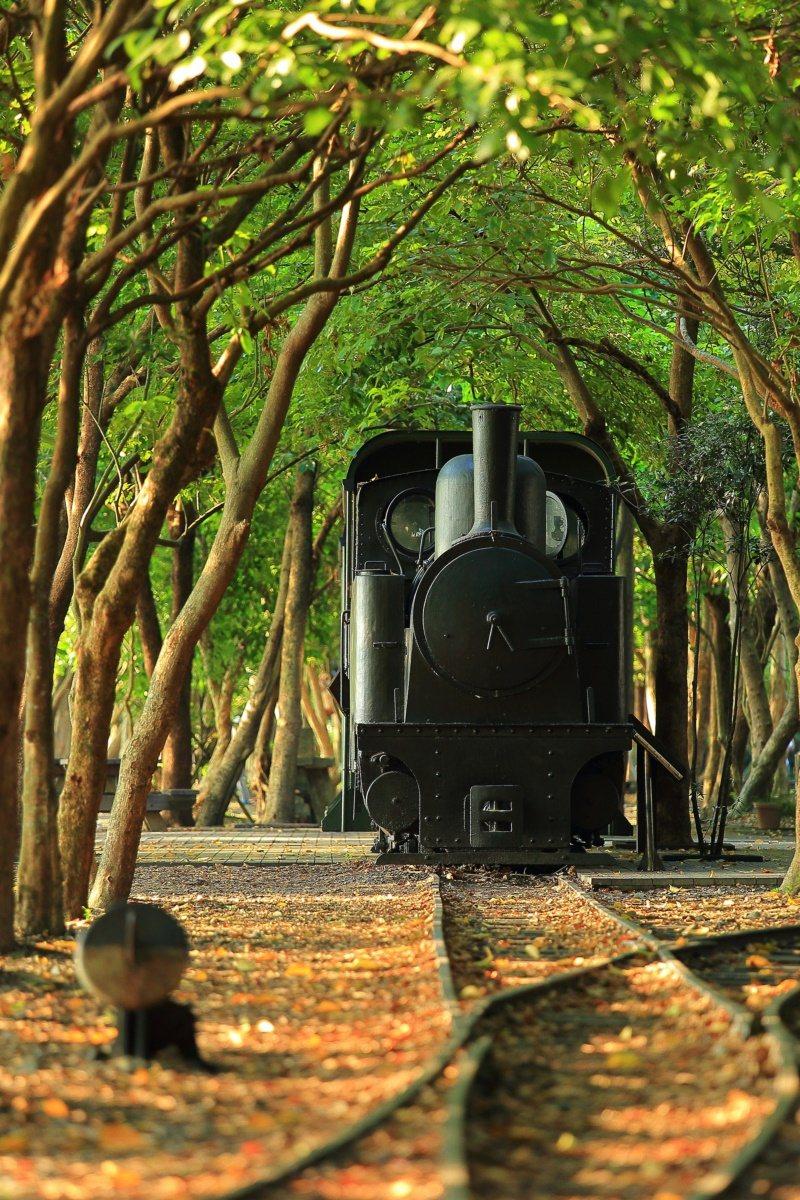 太平山林鐵竹林站周邊有林鐵鐵道與小火車展示。 圖/林務局羅東林區管理處提供