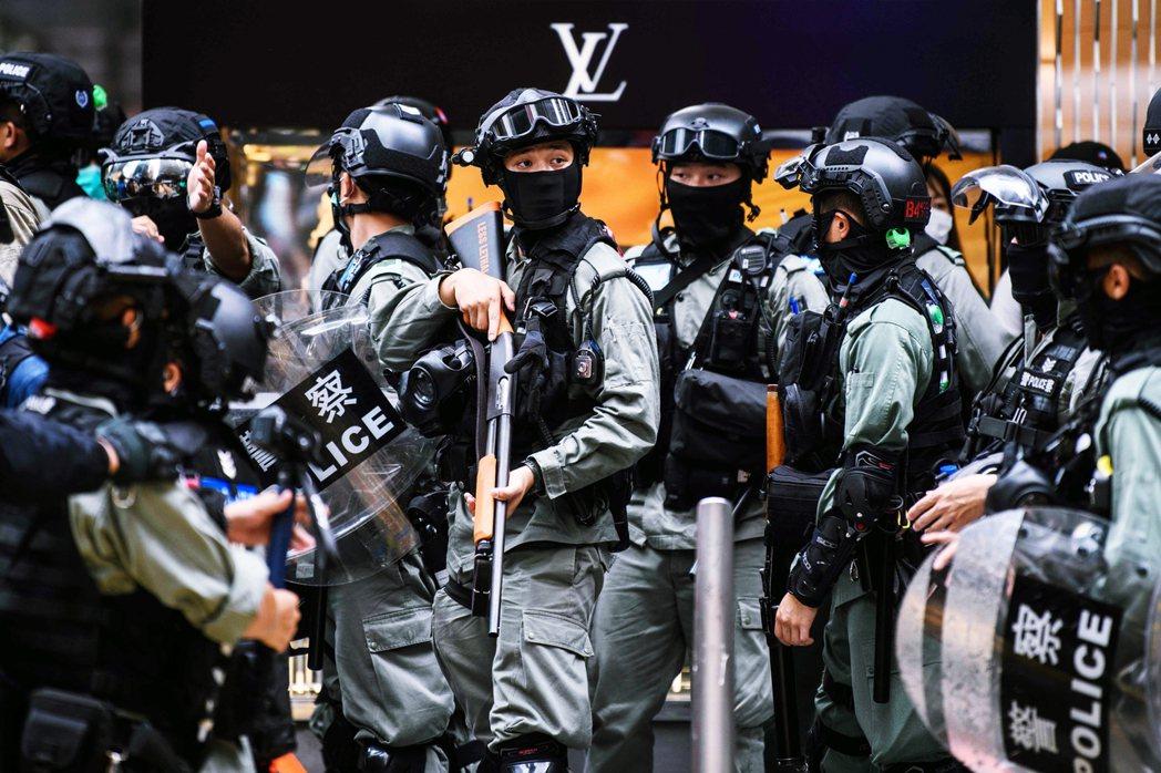 《香港關係法》的但書,是如果港府違反人權、自由與開放的政治環境,或確認失去「高度...