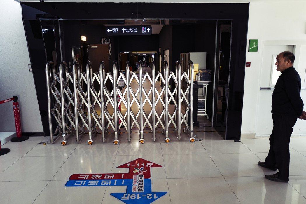 北京朝陽區某商場中的戲院,因疫情關閉中 圖/中新社