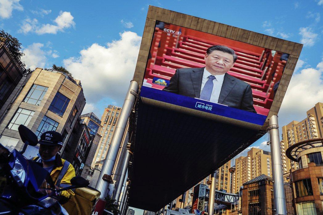 中國電影會更側重中國市場,猶如內需產業,而所產製的電影裡,重口味的紅色元素只會多...
