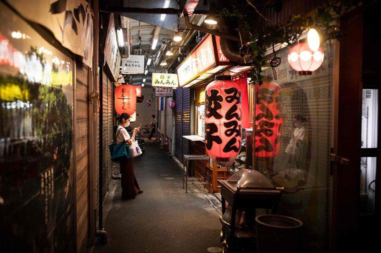 日本全境脫離「緊急事態宣言」,飲食街期盼顧客快上門。法新社