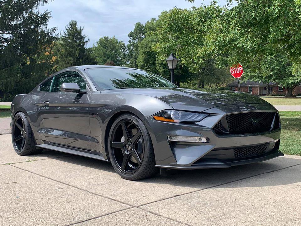 Aaron Robinson的Ford Mustang GT。 摘自Aaron ...