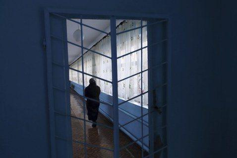 「監禁一個人,就是監禁整個家庭」。示意圖。 圖/路透社