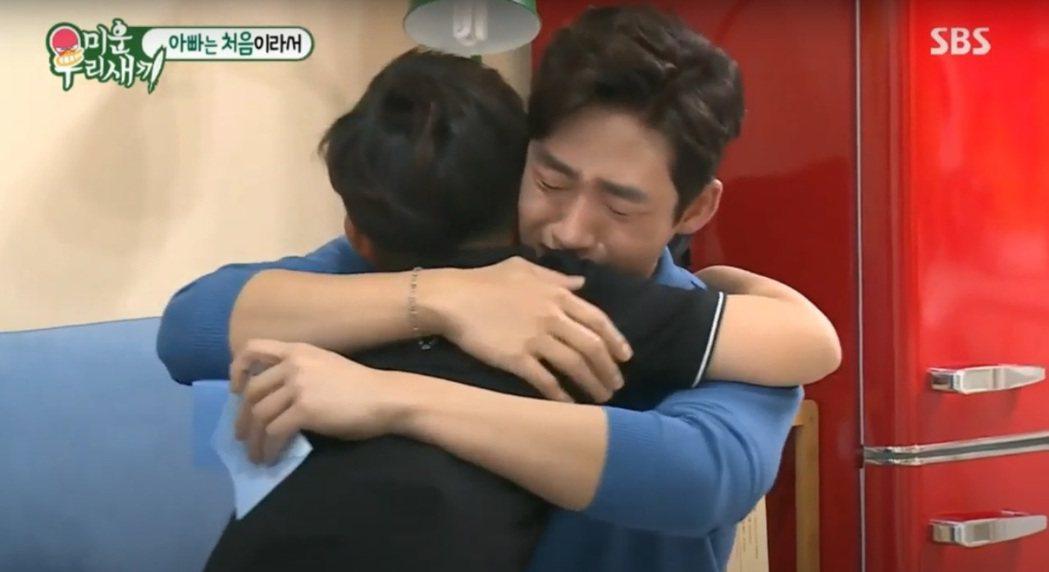 李太成看到兒子親筆信淚崩。圖/擷自SBS