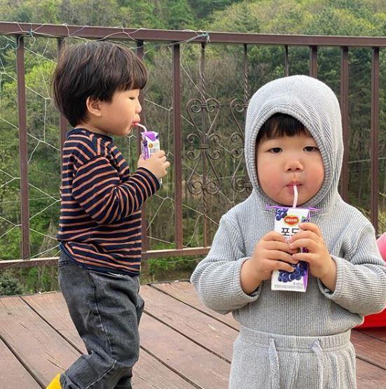 小妹妹和哥哥成長的點點滴滴,在網路上迅速爆紅。圖翻攝自IG「luvv_hyul」