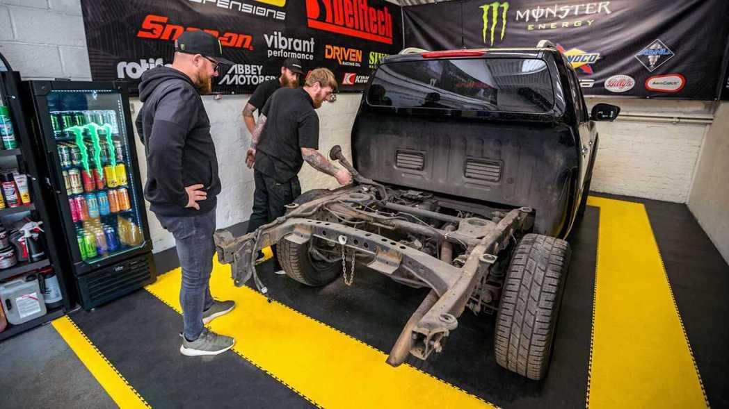 除了引擎外,GT-R的懸吊系統也要一併移植。 摘自SB Motorsport