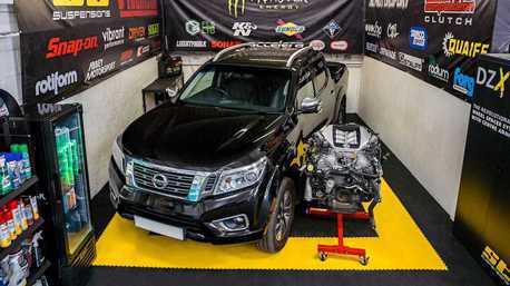 將千匹馬力的GT-R引擎塞入Nissan Navara皮卡裡有沒有戲?