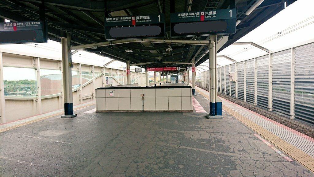 遊客去迪士尼樂園一定會經過JR舞濱站,如今也是空蕩蕩一片。圖翻攝自推特「Mado...