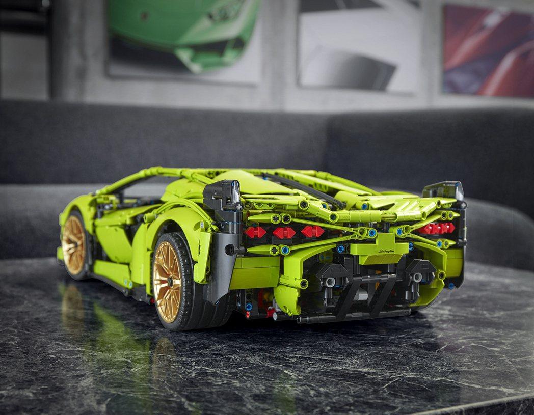 LEGO Technic Lamborghini Sián FKP 37,一共有...