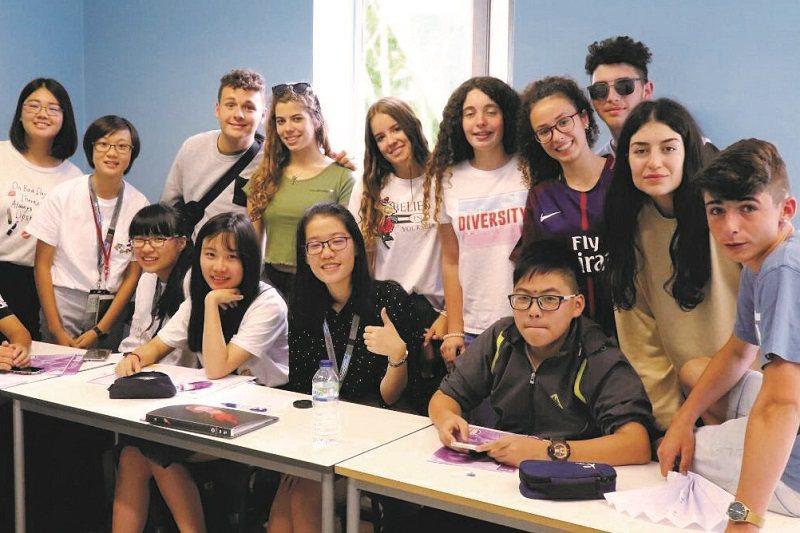 參加遊學夏令營讓田卉蓁(前排左二)了解與外國人溝通,英語聽說讀寫都重要。(照片提供/田卉蓁)