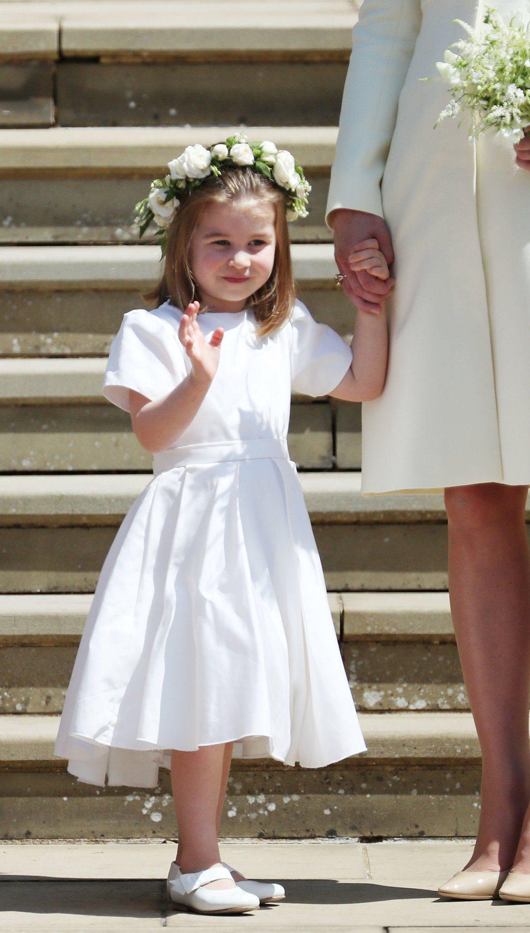 夏綠蒂公主開心為嬸嬸當花童,卻不料嬸嬸和媽媽因為穿不穿褲襪吵過一架。圖/路透資料...