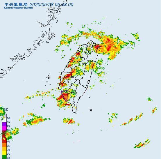 今明兩天滯留鋒南北徘徊,大氣很不穩定。圖/取自氣象局網站