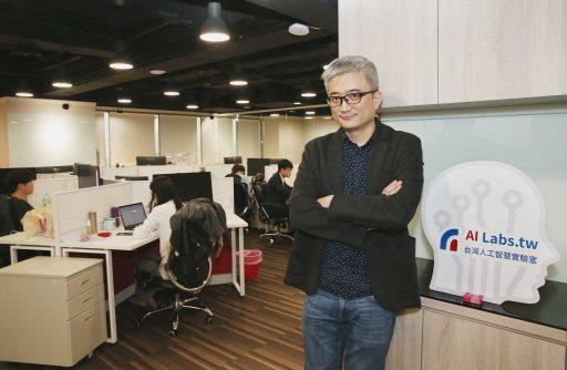台灣人工智慧實驗室創辦人杜奕瑾表示,新冠肺炎疫情開啟理工和醫療人才對話合作,有助我國發展智慧醫療。記者林俊良/攝影