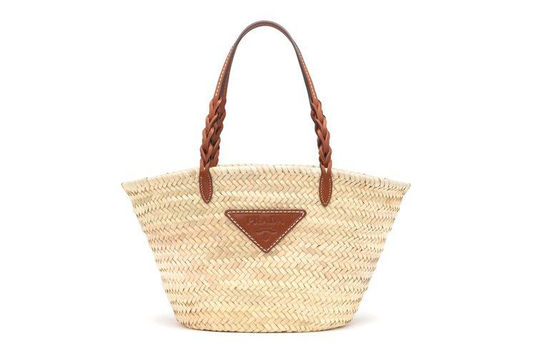 PRADA草編皮革托特包,31,000元。圖/PRADA提供