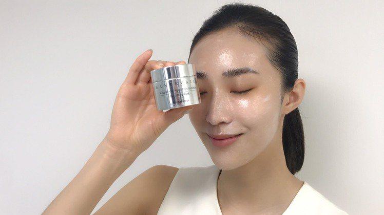 香緹卡鑽石級面膜,能舒緩與保濕肌膚。圖/香緹卡提供