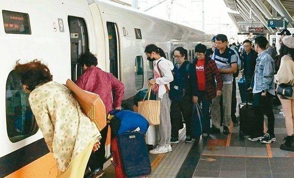 台灣高鐵端午賣不賣自由座引發討論。 圖/聯合報系資料照片