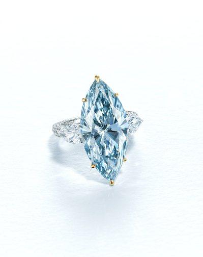 12.11克拉濃彩藍色IF鑽石戒指,估價約6,500萬港元起。圖/佳士得提供